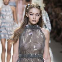 #Suzy米兰时装周   Fendi:洛可可的涟漪