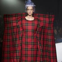 #Suzy巴黎时装周 Comme Des Garçons降临大都会博物馆