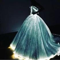 你会想要一件能发光的裙子吗?