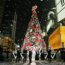 FENDI成都IFS圣诞树亮灯仪式及圣诞黑金主题鸡尾酒会  欢庆圣诞佳节