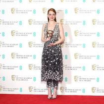 CHANEL 明星着装   演员Emma Stone出席第70届BAFTA英国电影学院奖