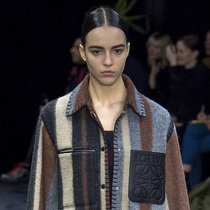 Suzy巴黎时装周:Loewe – 闪亮的个人主义