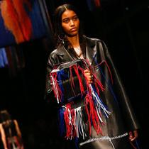 Suzy巴黎时装周:Alexander McQueen – 魔幻午夜