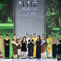 冻龄女神翁虹 亮相日播·傅素琴中国国际时装周专场发布