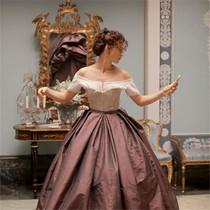 她穿遍了这世上最美的裙子,穿出了自己最美的样子-我们爱电影