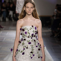 #SuzyCouture: Giambattista Valli – In Full Flower-Suzy Menkes专栏