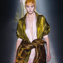#SuzyPFW: A Poetic Play on Colour-Suzy Menkes专栏