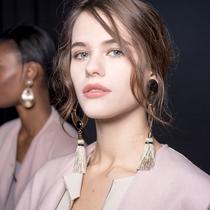 阿玛尼2018高级定制秋冬系列妆容由LINDA CANTELLO定制-最热新品