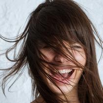 潮濕天頭發蓬亂難打理?這些護發方法了解一下-美發