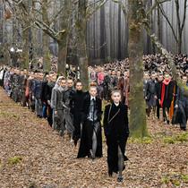 為什么 Chanel 成衣發布會總被 Karl Lagerfeld 的布景搶戲?-衣Q進階