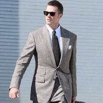 美國著名橄欖球運動員湯姆·布拉迪(Tom Brady)與美國著名籃球運動員勒布朗·詹姆斯(Lebron James)身穿TOM FORD分別展現TOM FORD男裝的不同魅力-品牌新聞