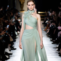 #SuzyCouture: Elie Saab's Caribbean Dream Moves To A Sun-Kissed Beat-Suzy Menkes专栏