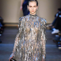 #SuzyPFW: Alexander McQueen Moves To England's Old Satanic Mills-Suzy Menkes專欄