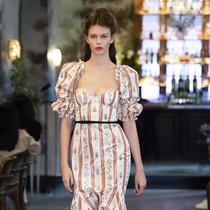 看完这篇,真的不难理解拿破仑最爱的女人都爱穿方领-衣Q进阶