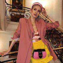 与明媚春光最搭配的 是美美的西装外套-衣Q进阶