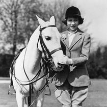 女王伊丽莎白二世庆祝93岁生日:精彩人生回顾-星话题