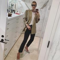 超模Rosie Huntington-Whiteley的春季穿搭法则-风格示范
