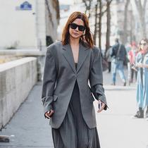 如何像 Vogue 编辑一样打造夏日胶囊衣柜-衣Q进阶
