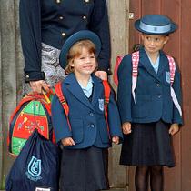 夏洛特公主Princess Charlotte上學的第一天:在此回顧各位皇室成員們上學的第一天-星秀場