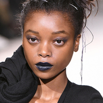 回归黑色:本季度你唯一需要的唇膏色号-彩妆