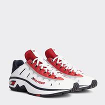 TOMMY HILFIGER推出经典复古限量版运动鞋-品牌新闻