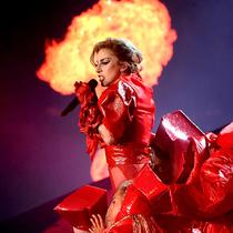 Lady Gaga改变时尚史的20个舞台造型-星秀场