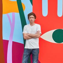 路易威登邀请艺术家Luckylefthand为品牌巴黎总部创作壁画 传递团结一致的精神与乐观心态-品牌新闻