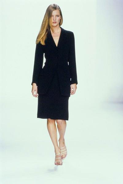 21 個 Kate Moss 在 Calvin Klein 伸展臺上的經典時刻
