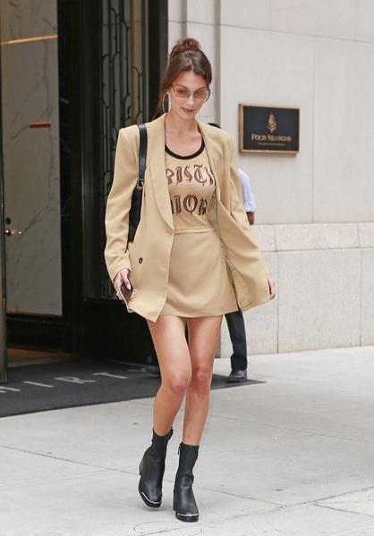 西装配短裙,秋天这样开始比较酷