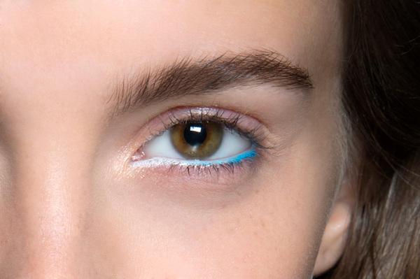 夏日演绎彩色眼线的35种新方式