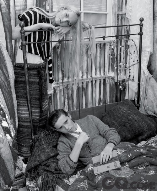 贝克汉姆家长子布鲁克林与金发少女模特Jean Campbell一起为T Magazine拍摄时尚大片,画面青春唯美。外媒称他已有了爸爸年轻时的样子,你觉得呢?