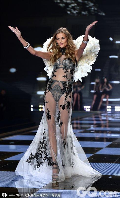 2014维多利亚的秘密内衣秀(2014 Victoria's Secret Fashion Show)。天使舞会(Angel Ball)系列内衣。