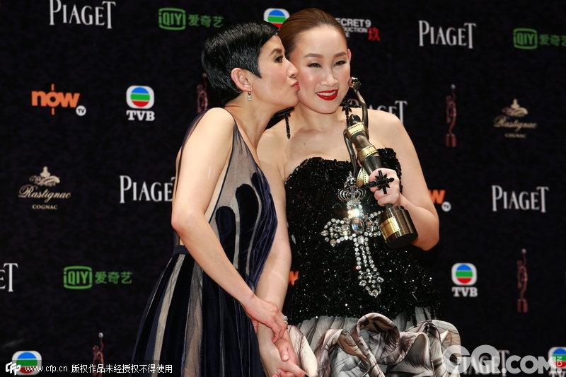 """王菀之得奖后就说:""""特别感谢吴君如,感谢她这么好的机会和专业团队一起拍电影,""""同一个角色收获最佳女配角和最佳新演员,王菀之应该是金像奖历史上第4位,此前三位分别是1990年《庙街皇后》刘玉翠,1996年《色情男女》舒淇,2002年《男人四十》林嘉欣。"""
