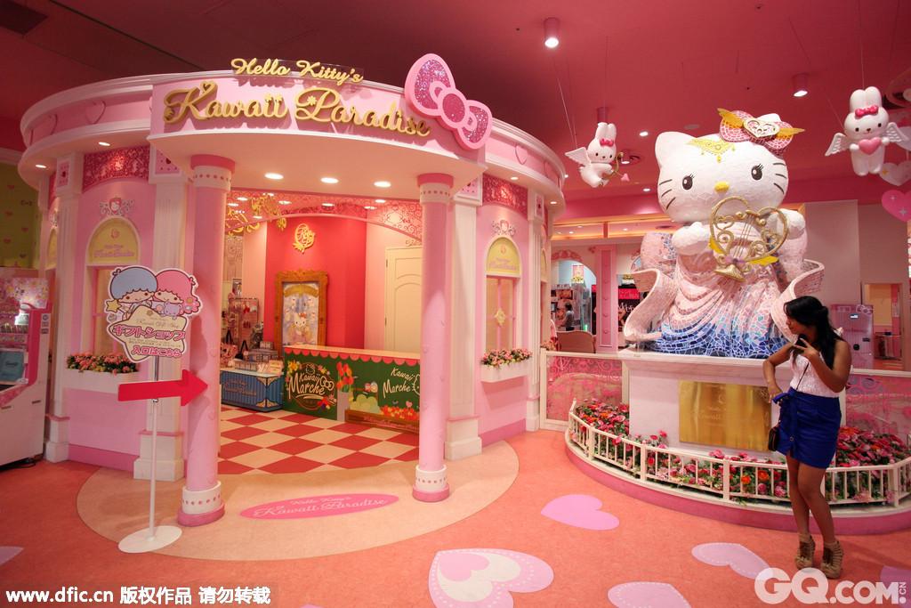 来到了位于台场的维纳斯城堡他们是日本第一个主题公园式的大型购物中心,在这个购物城堡中你可以买到你想要的一切。他们这里每一层都拥有自己的颜色,无论是旅客还是本地日本人来到这里都会被其新颖的楼层设计吸引。