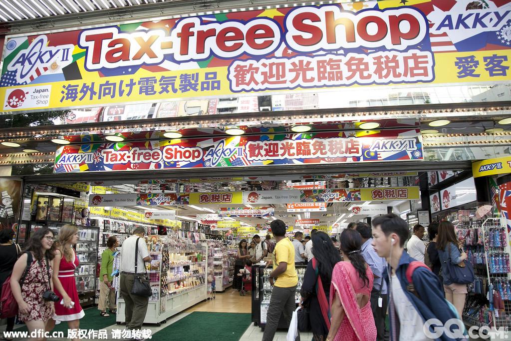 日本东京的秋叶原是日本最大的电器产品商业街,也是世界最大的电器购买场,更是东京的一个象征。以位于秋叶原站西侧的中央道为中心,在秋叶原其东西宽400 米,南北长800米的范围内,汇集了800多家专门销售家用电器和计算机等电器产品的商店,且价格便宜。