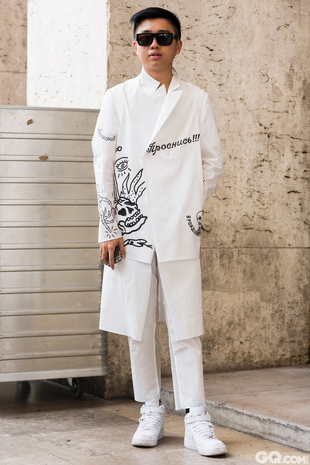 Declan Glasses: Saint Laurent  Suit: San kuanz Shoes: Nike 	 Inspiration: All white, something really fresh for a hot day (全白色才是对于夏天来说真正新鲜的)