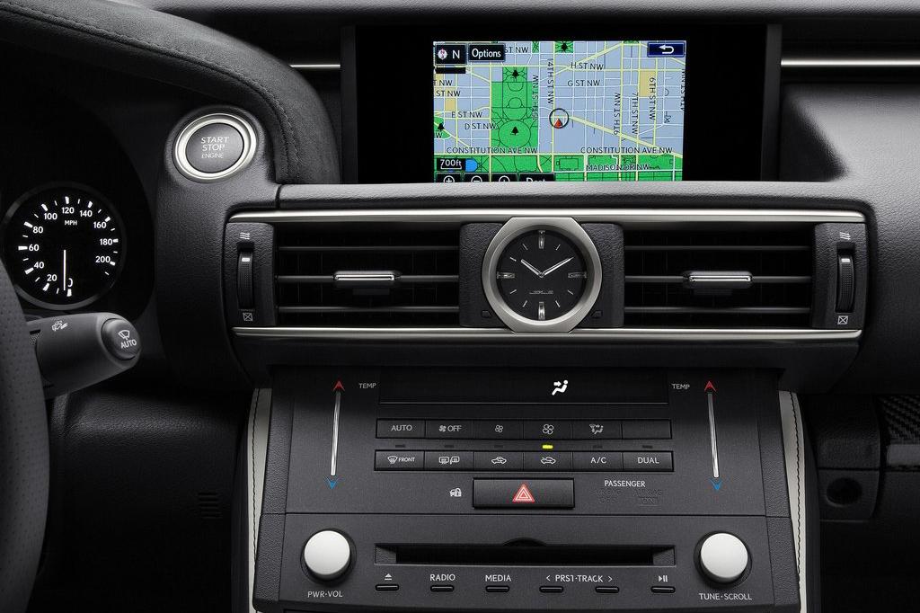 外观方面,雷克萨斯RC F采用了更加运动化的设计元素,家族式纺锤形的前进气格栅采用蜂窝状造型。尾部方面,该车配备双边四出的排气布局彰显其性能身份。内饰方面,雷克萨斯RC F整体内饰布局与之前发布过的RC概念车保持一致,车内配以黑色为主色调的内饰颜色,与其运动化的外观相呼应。动力方面,据之前消息,雷克萨斯RC F或将搭载的是一台5.0升V8自然吸气发动机,其最大功率为455马力,峰值扭矩可以达到544牛米。
