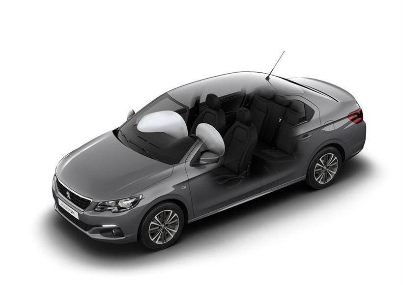 配置方面,标致301全系配备四轮盘刹和四安全气囊,并在老款车型基础上,增加LED日间行车灯并全系标配前雾灯。