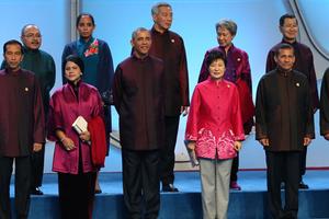 特色中式服装亮相APEC  匠心独运展现中国特色