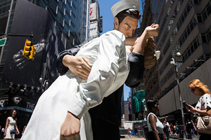 """纽约街头展出18件雕塑作品 尽显美国文化""""地标"""""""