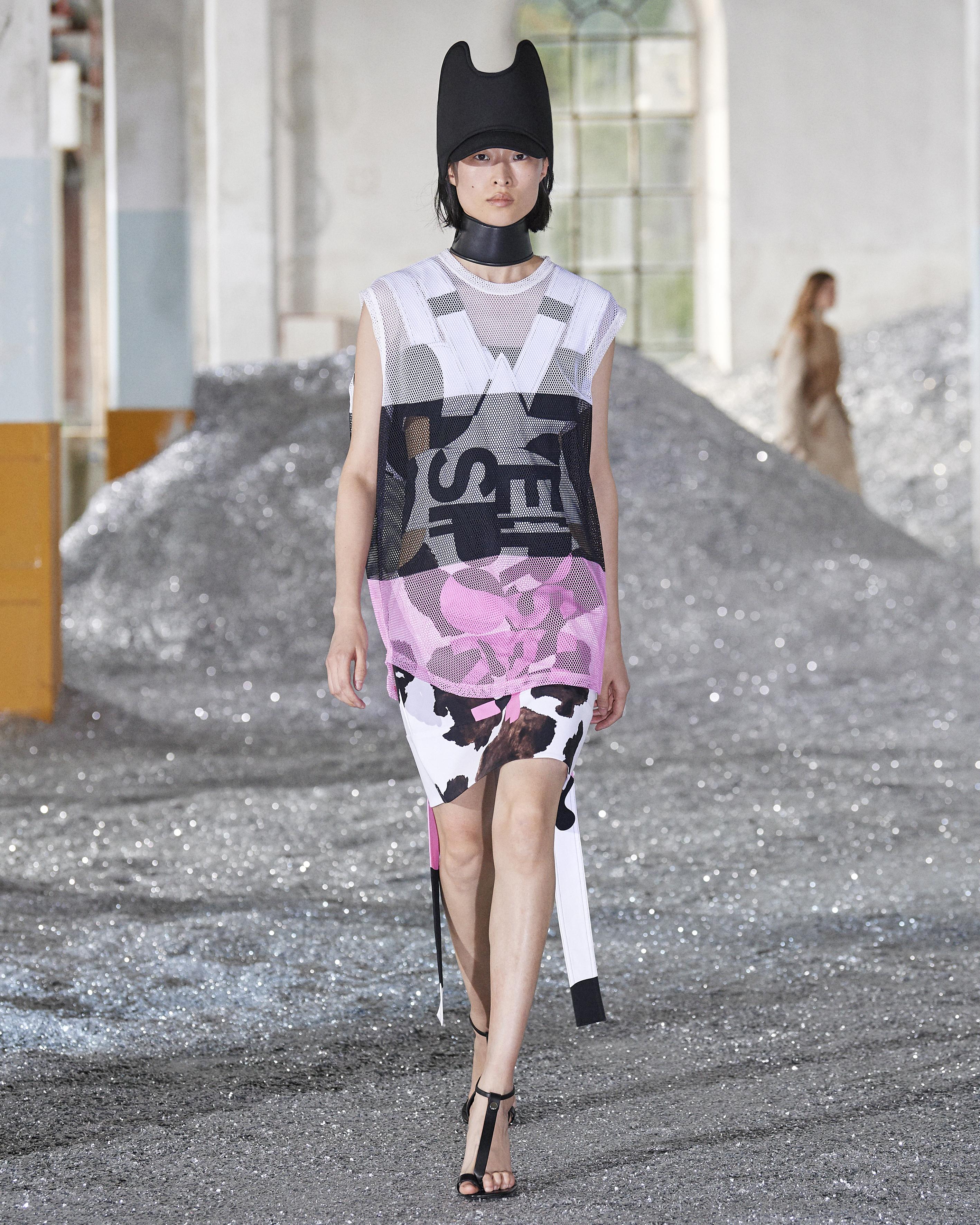 「ANIMAL INSTINCT 动物本能」—Burberry 2022春夏女装系列展示