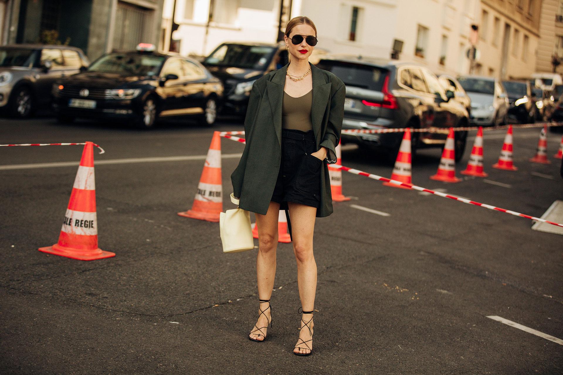 Vogue直击夏日街头风尚:绑带凉鞋