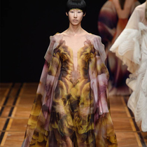 #SuzyCouture: Iris van Herpen Proves That The Future Is Now-Suzy Menkes专栏
